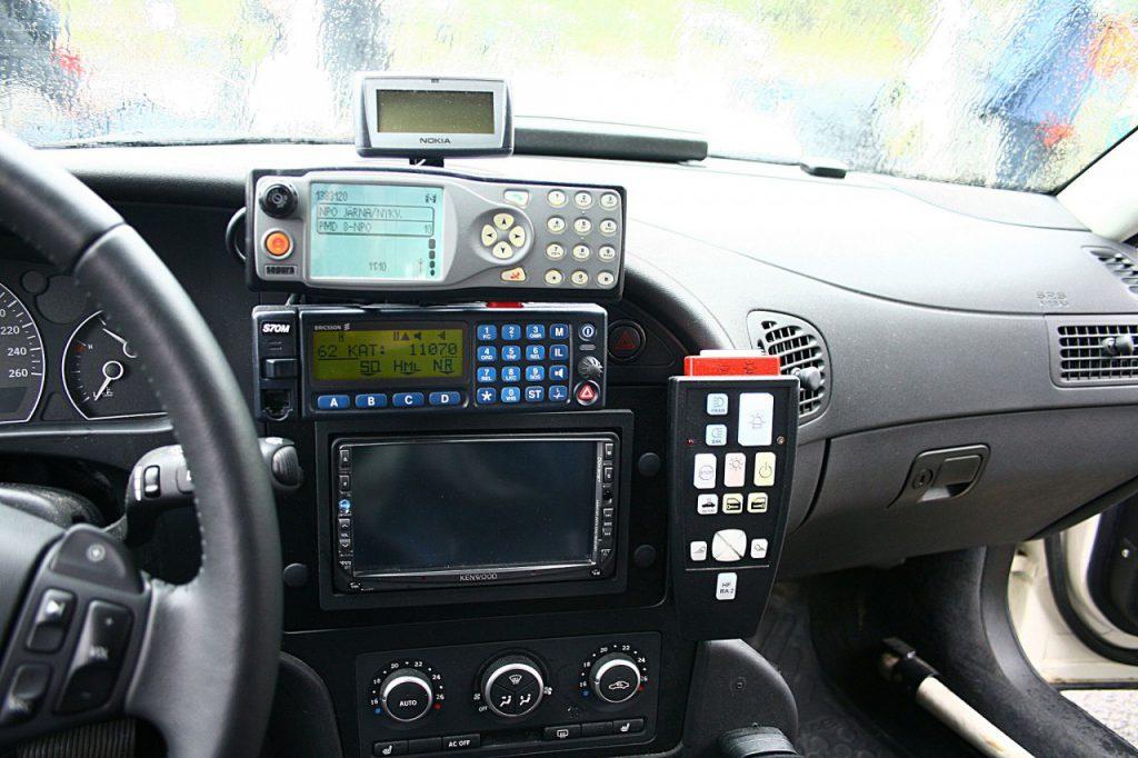 rakelradio-i-polisbil